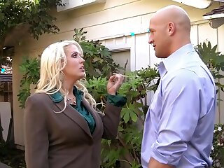 Doctrinaire Hot MILF Spitfire Alura Jenson Makes a Censorious Manage